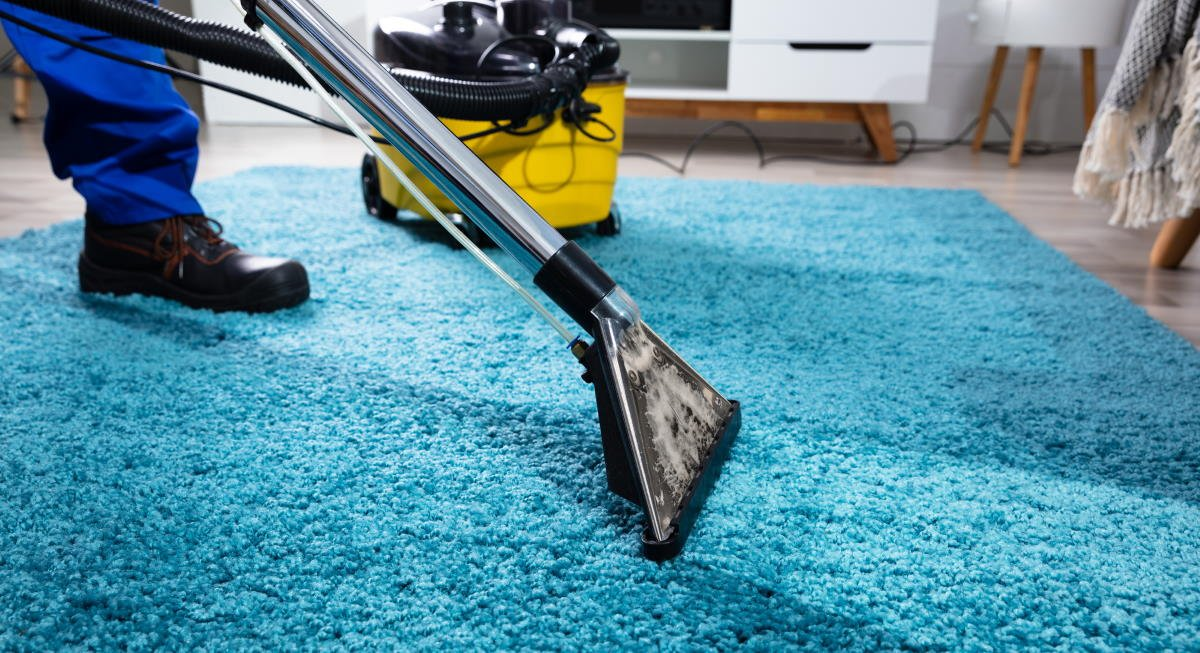 Industrial carpet cleaning worker